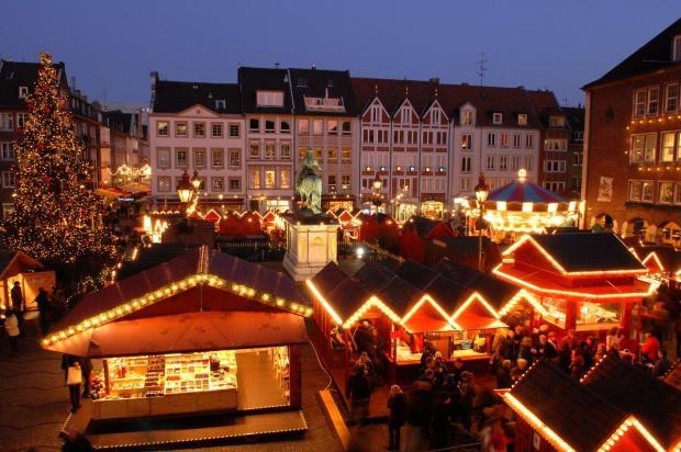 kerstmarkt-voor-het-stadhuis1